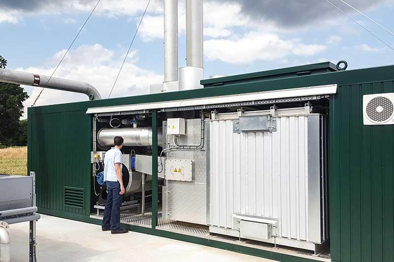 Das Biogas wird im BHKW weiter verarbeitet. Es entsteht Strom und Wärme.