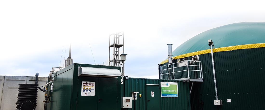 Eine 75KW Biogasanlage von ÖKOBIT am Standort Hamminklen / Nordrhein-Westfalen. Die Anlage wurde 2016 in Betrieb genommen. Als Substrat wird Rindergülle aus dem angrenzenden Stall verwendet.